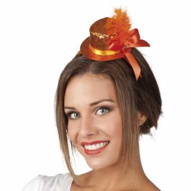 Klein oranje glitterhoedje op tiara